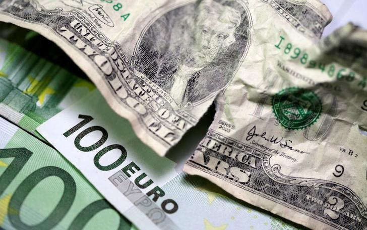Massimo di seduta per l'Euro sul Dollaro